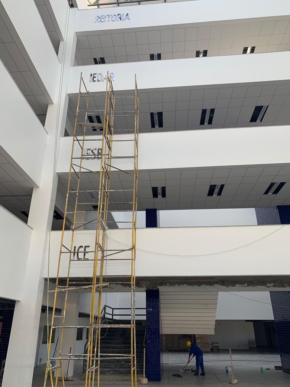 Deu início a instalação da Sinalização Identificação Visual da Unifesspa.